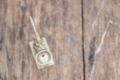 El saxofón para adorna viejo cierre para arriba en vintage que el fondo de madera con el espacio de la copia añade el texto Imagen de archivo