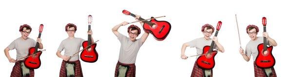 El scotsman divertido con el instrumento musical aislado en blanco fotografía de archivo libre de regalías