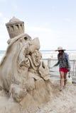 El Sculpting de la arena Fotografía de archivo libre de regalías