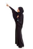 El señalar árabe de la mujer fotografía de archivo