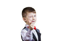 El señalar al niño pequeño divertido de la cámara imagen de archivo libre de regalías