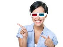 El señalar con la muchacha de los índices en los vidrios 3D Fotos de archivo