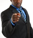 El señalar confiado del hombre de negocios