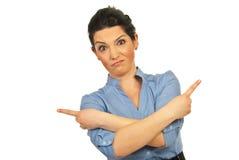 El señalar confuso de la mujer de negocios Imagen de archivo
