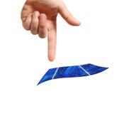 El señalar en la célula solar Imagen de archivo