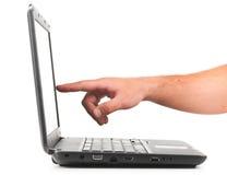 El señalar en la computadora portátil Fotografía de archivo libre de regalías