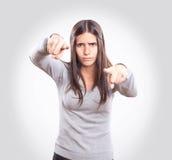 El señalar enojado joven de la mujer foto de archivo libre de regalías