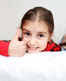 El señalar feliz de la niña Fotos de archivo libres de regalías
