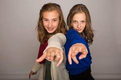 El señalar fresco de dos niños Fotografía de archivo