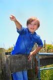 El señalar lindo del niño del país Foto de archivo libre de regalías