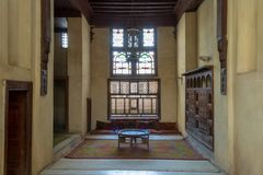 El Sehemy房子的室,一个老无背长椅时代历史的房子在开罗伊斯兰老城,在1648年修造,开罗,埃及 库存照片