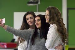 El selfie rápido ante el profesor se vuelve imagen de archivo