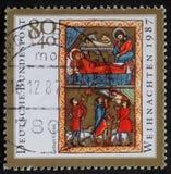 El sello de la Navidad impreso en la Alemania muestra el nacimiento de Jesus Christ, adoración de los pastores Fotos de archivo