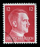 El sello impreso en Alemania muestra la imagen de Adolf Hitler Fotos de archivo