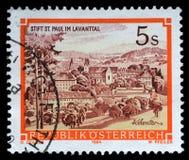 El sello impreso en Austria muestra St Pauls Abbey en el Lavanttal, Karintien Imágenes de archivo libres de regalías