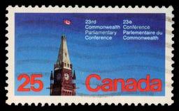 El sello impreso en el Canadá muestra la torre de la paz, el parlamento, Ottawa Imagenes de archivo