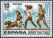 El sello impreso en España muestra el deporte para todos Foto de archivo libre de regalías