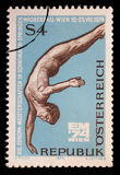 El sello impreso en la Austria muestra el buceador, la décimotercero natación europea, el salto y el agua Polo Championships, Vie foto de archivo libre de regalías