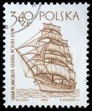 El sello impreso en Polonia muestra una nave del vintage Fotografía de archivo