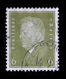 El sello impreso en el Reich alemán muestra a Friedrich Ebert fotos de archivo