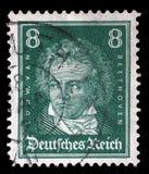 El sello impreso en el Reich alemán muestra a Ludwig van Beethoven imágenes de archivo libres de regalías