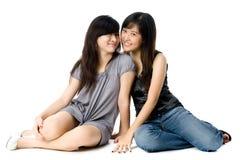 El sentarse de las hermanas Fotografía de archivo libre de regalías