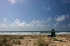 El sentarse en el sol Fotografía de archivo