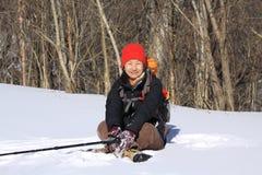El sentarse en la nieve Fotos de archivo