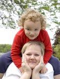 El sentarse en madre Imagen de archivo libre de regalías