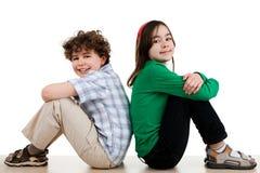 El sentarse feliz de los niños Foto de archivo libre de regalías