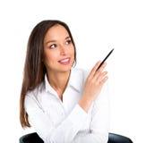 El sentarse sonriente hermoso de la mujer joven por el vector Imágenes de archivo libres de regalías