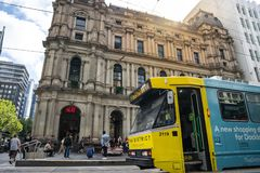 El servicio de la tranvía del círculo de la ciudad de Melbourne está actuando en el b central fotos de archivo libres de regalías