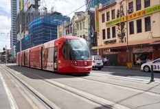El servicio moderno de la tranvía del círculo de la ciudad de Melbourne está actuando en el ce imagen de archivo