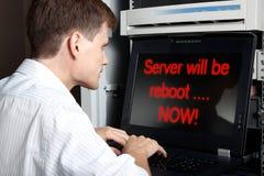 El servidor será reinicialización. Imagen de archivo