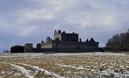 El siglo del castillo a14th de Craigmillar y fue utilizado como un sistema de la película para el Outlander y el rey proscrito foto de archivo libre de regalías