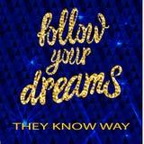 El ` sigue sus sueños que conocen diseño caligráfico del VECTOR del ` de la manera, fondo que brilla azul marino Fotos de archivo libres de regalías