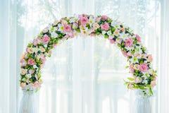 El sistema adornado de la tabla para casarse u otro abasteció Foto de archivo