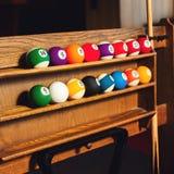 El sistema cuadrado de la foto de las bolas para un juego de los billares de la piscina encendido deja de lado Imágenes de archivo libres de regalías