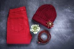 El sistema de accesorios forma la ropa considerada desde arriba, visión superior Imagen de archivo libre de regalías