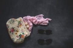 El sistema de accesorios forma la ropa considerada desde arriba, visión superior Foto de archivo