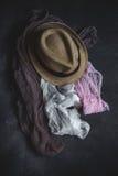 El sistema de accesorios forma la ropa considerada desde arriba, visión superior Imagenes de archivo