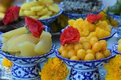 El sistema de comida se prepara para las bebidas espirituosas de dioses de la ceremonia Fotos de archivo