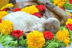El sistema de comida se prepara para las bebidas espirituosas de dioses de la ceremonia Imagenes de archivo