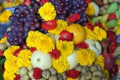 El sistema de comida se prepara para las bebidas espirituosas de dioses de la ceremonia Foto de archivo libre de regalías