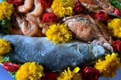 El sistema de comida se prepara para las bebidas espirituosas de dioses de la ceremonia Fotos de archivo libres de regalías