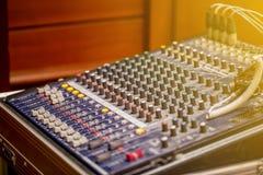 El sistema de control sano en la sala de control de la música Fotografía de archivo