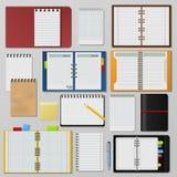 El sistema de cuadernos realistas abiertos limpia el folleto de la plantilla del diario de las páginas libre illustration