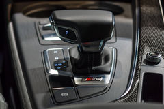 El sistema de desplazamiento de transmisiones automáticas del coche ejecutivo compacto Audi S5 Sportback 3 0 quattro de TFSI tipt Fotos de archivo libres de regalías