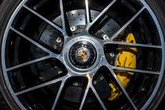 El sistema de frenos del coche de deportes Porsche 911 Turbo S, 2016 Foto de archivo libre de regalías