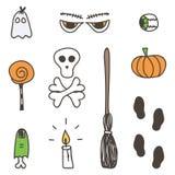 El sistema de Halloween colorido lindo garabatea, las etiquetas engomadas dibujadas mano en el fondo blanco Imágenes de archivo libres de regalías